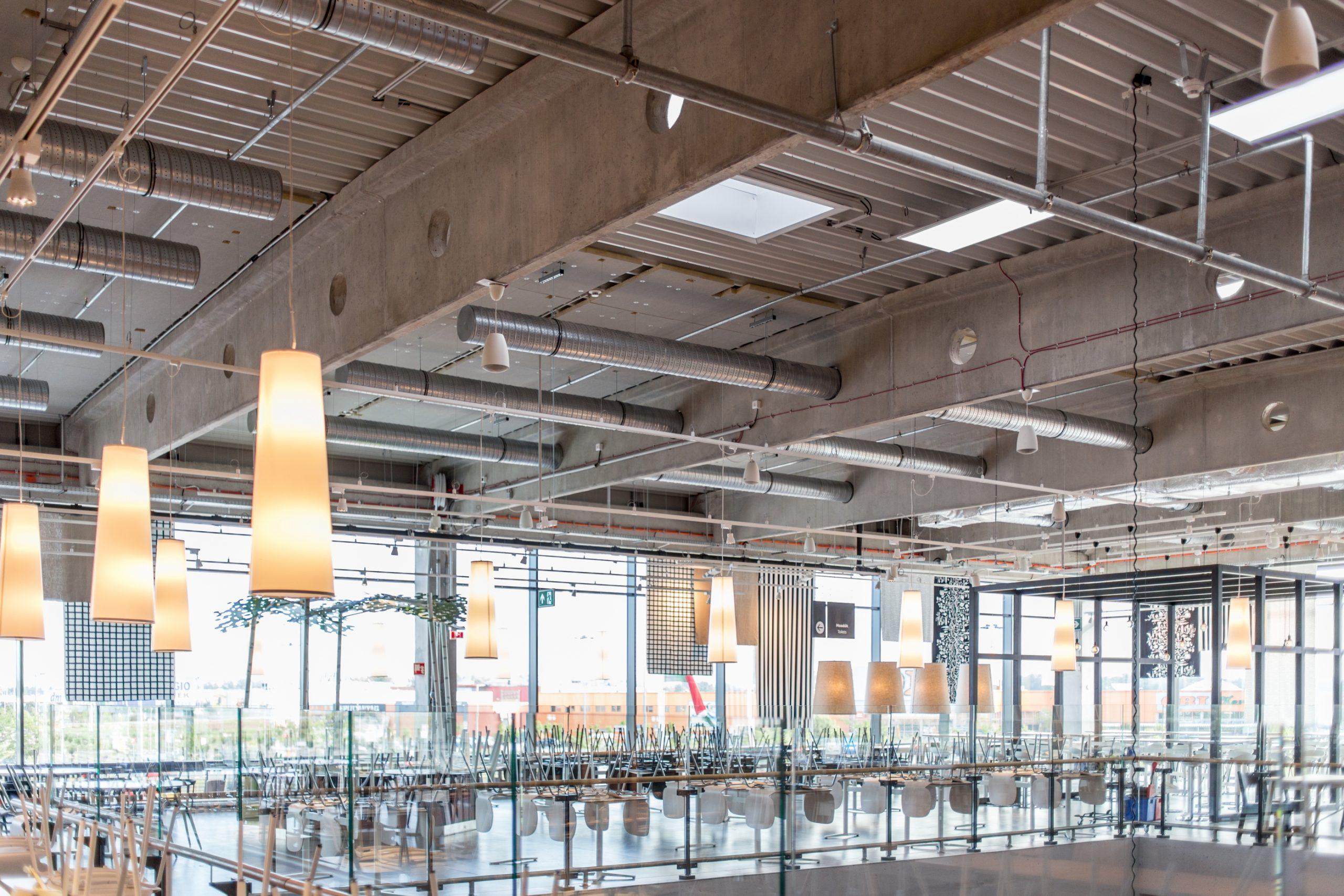 Az IKEA áruházának mennyezeti világítása