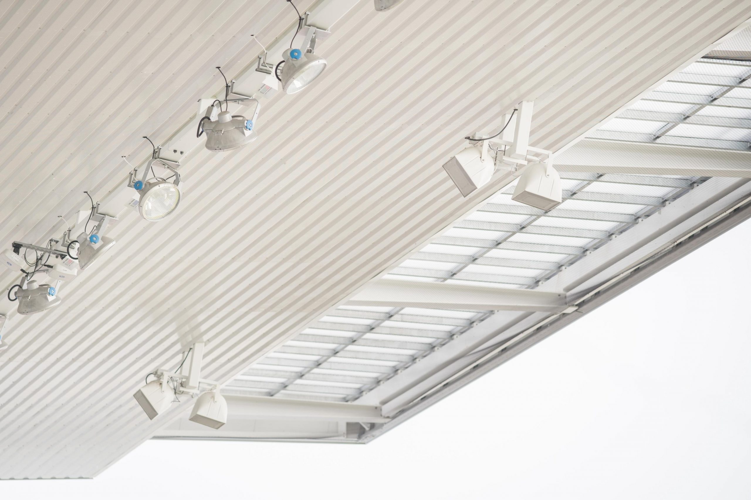 A MOL Aréna lelátója fény- és hangsugárzókkal