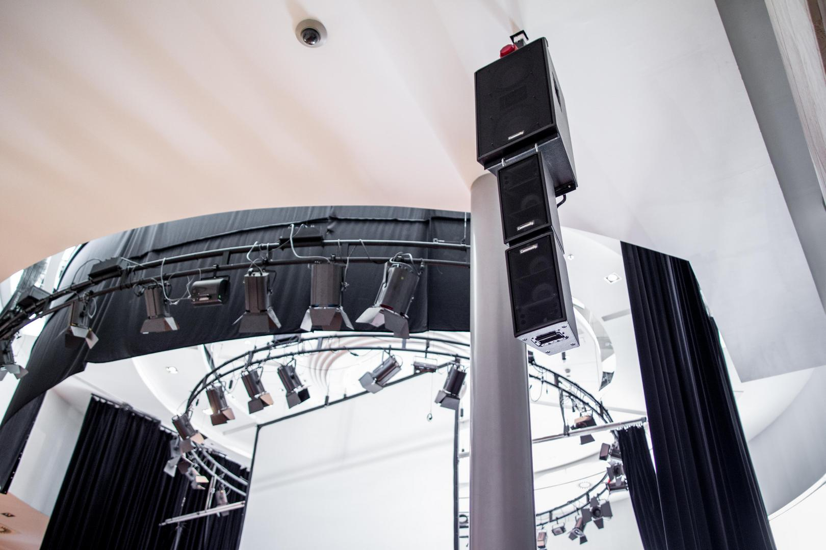 A Kölcsey Központ fény- és hangtechnikai eszközei