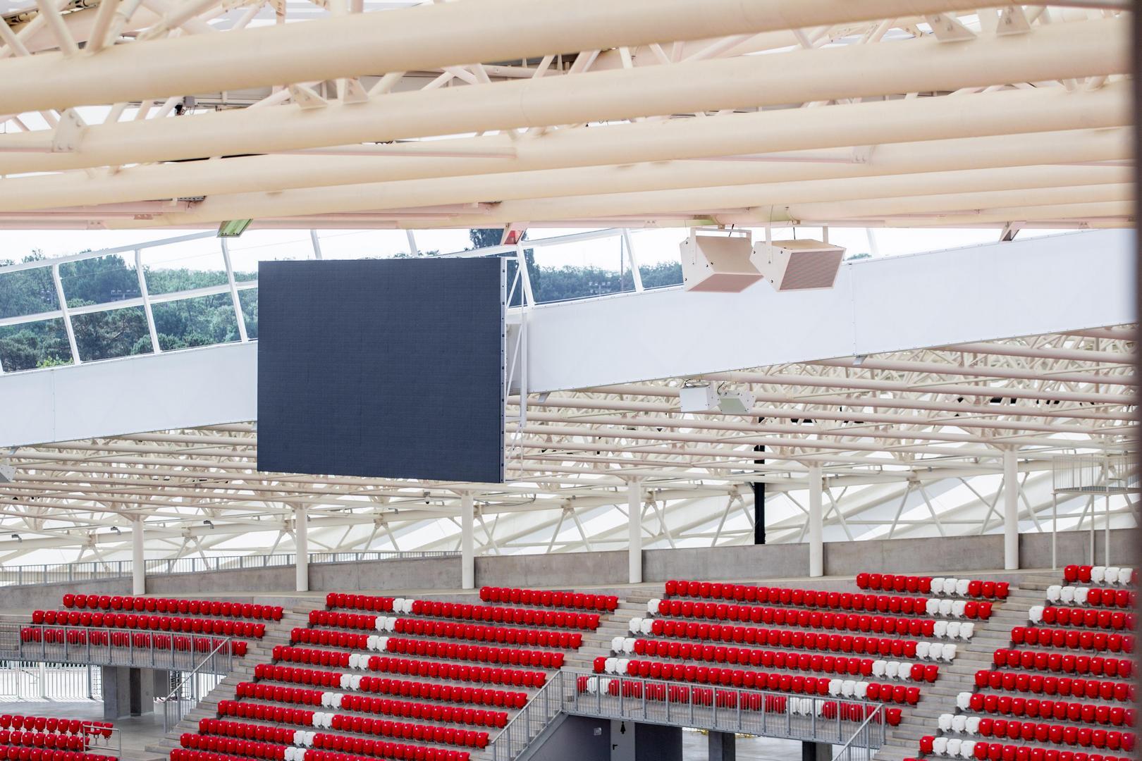 A Nagyerdei Stadion hangszórói és megjelenítője