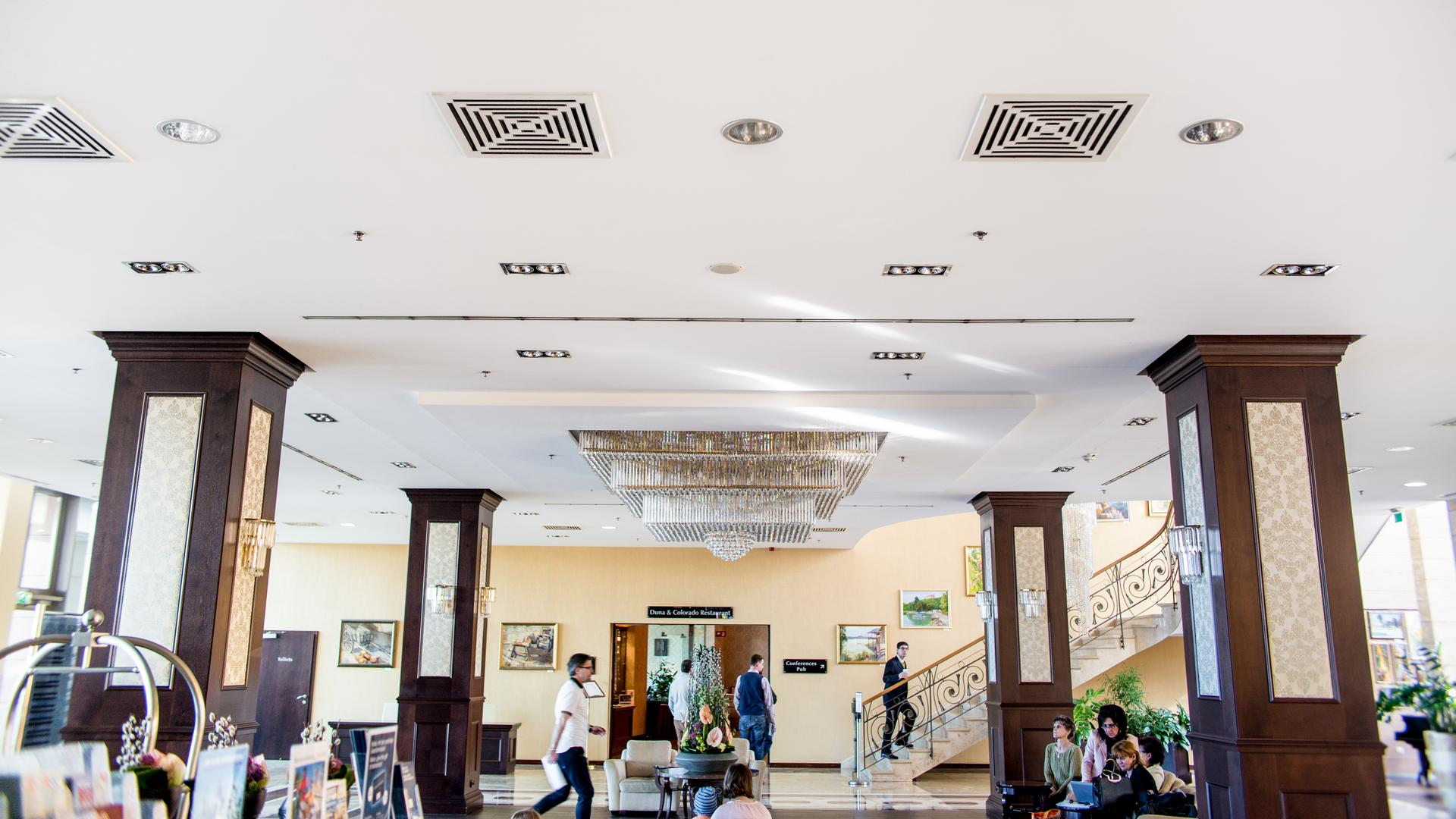 Az Aquaworld szállodájának beépített hangszórói