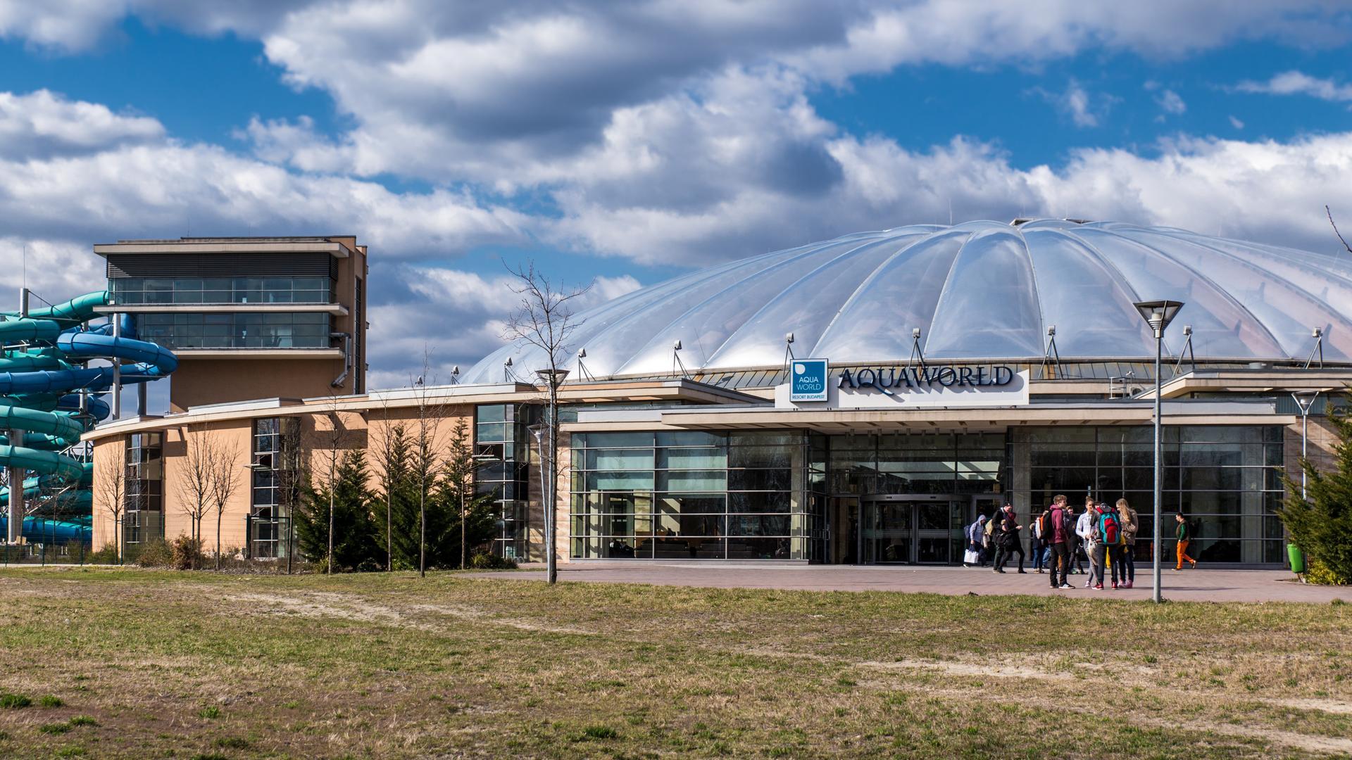 Az Aquaworld Resort Budapest épületegyüttese