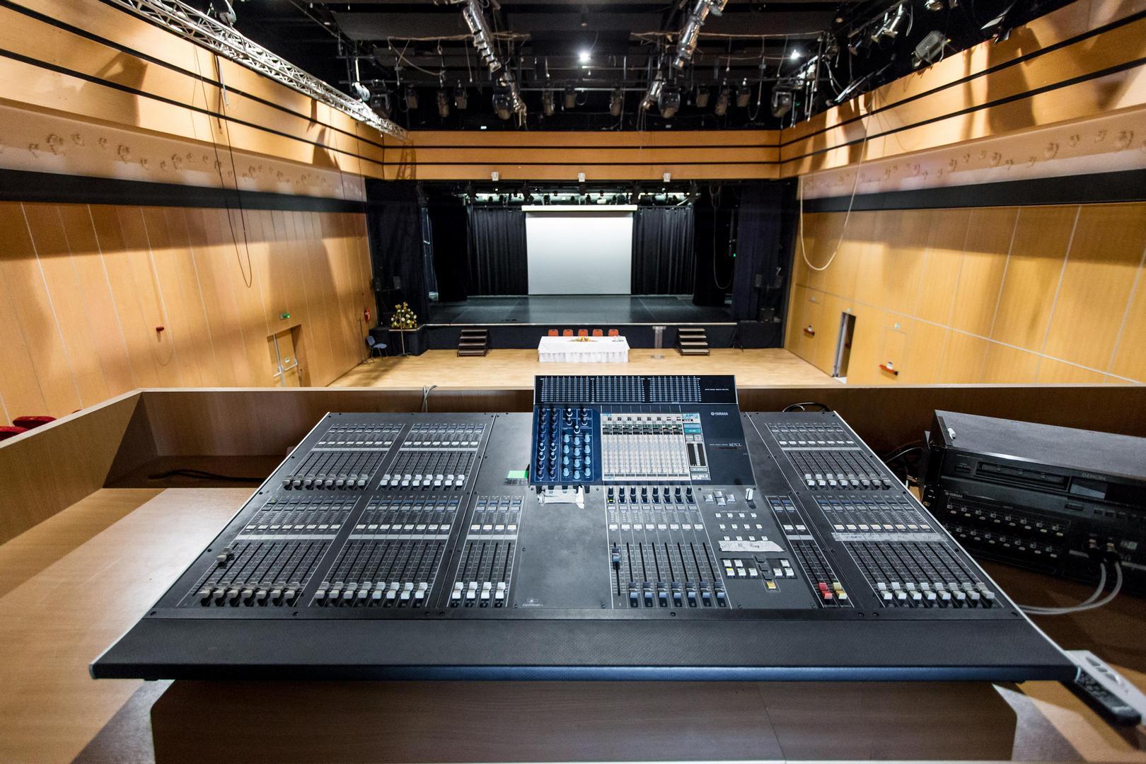 A Csabagyöngye Kulturális Központ hangvezérlőpultja
