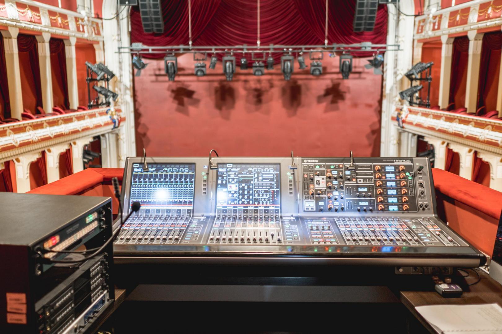 A Csíky Gergely Színházba telepített vezérlőrendszer