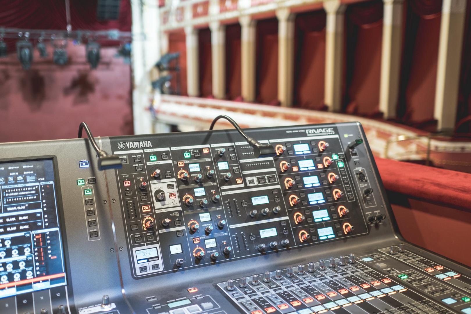 A Csíky Gergely Színházba telepített vezérlőpult