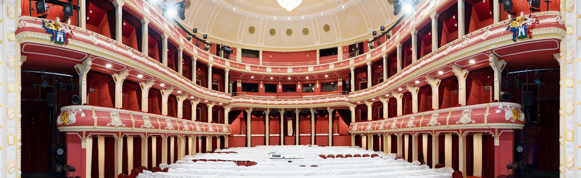 A Csíky Gergely Színház közönségtere