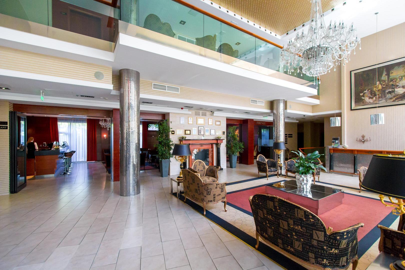 A Hotel Divinus lobbija