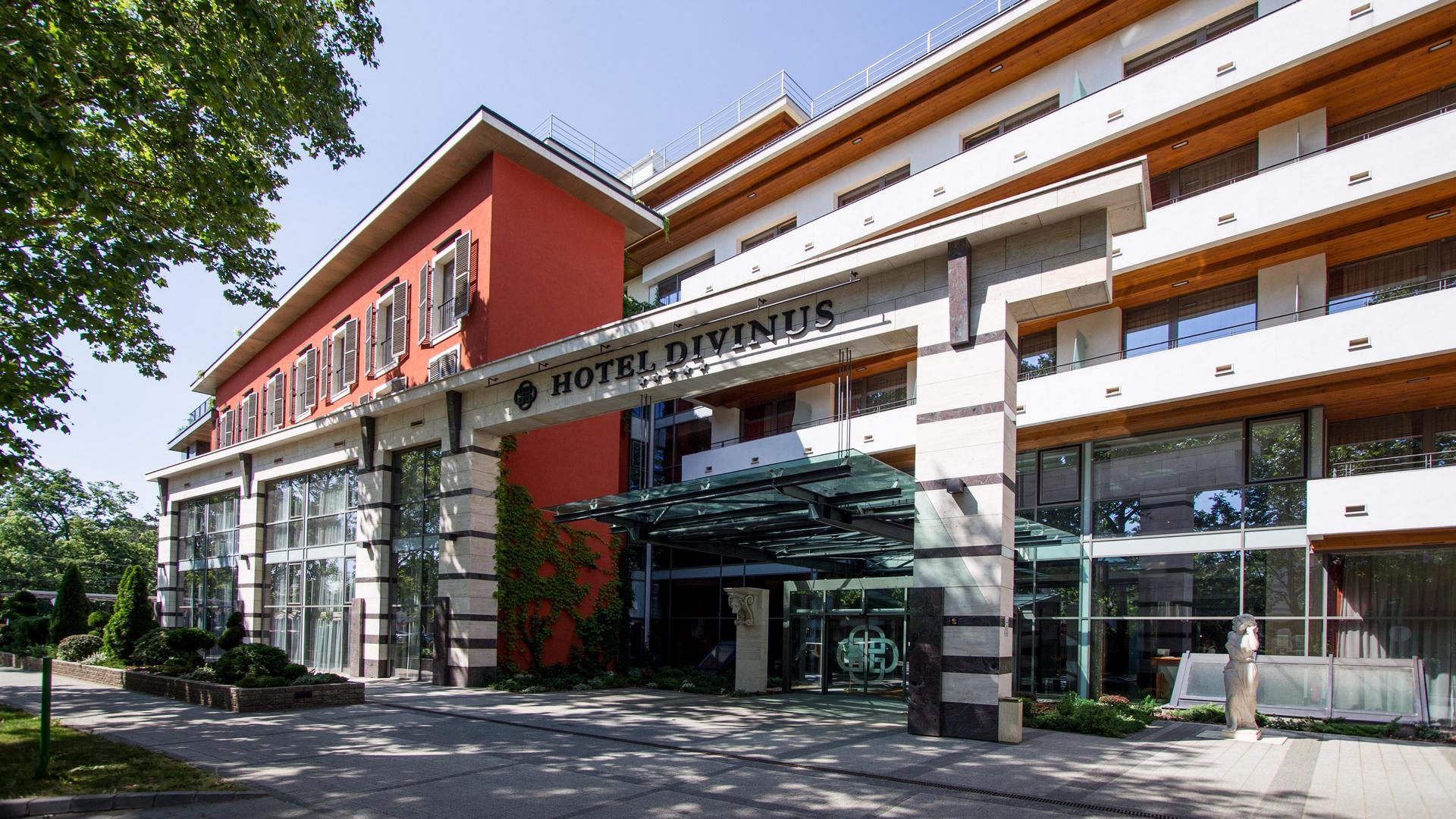 A Hotel Divinus épülete