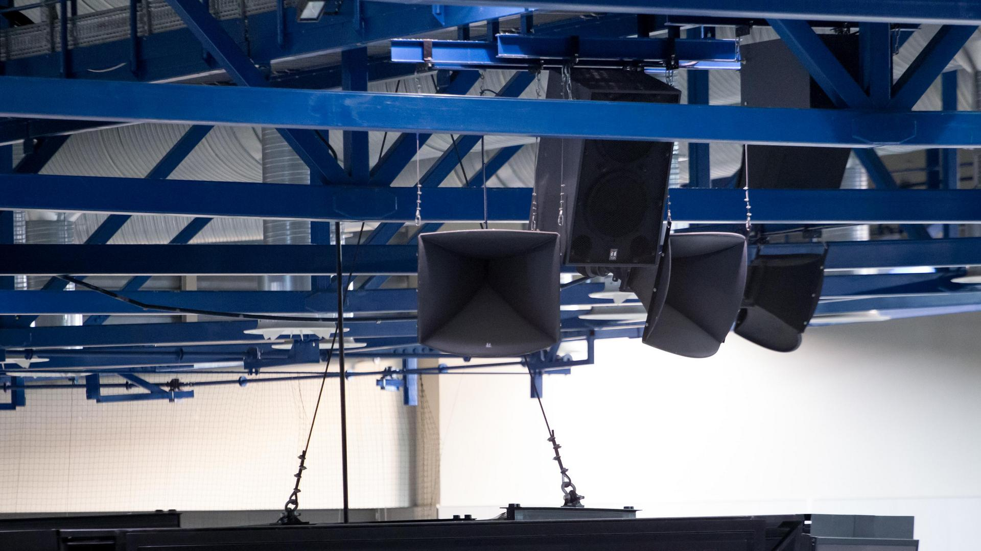 A Főnix Csarnokba telepített hangosítási rendszerek