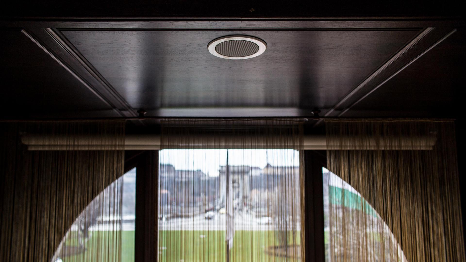 A Gresham Palotába telepített mennyezeti hangszórók