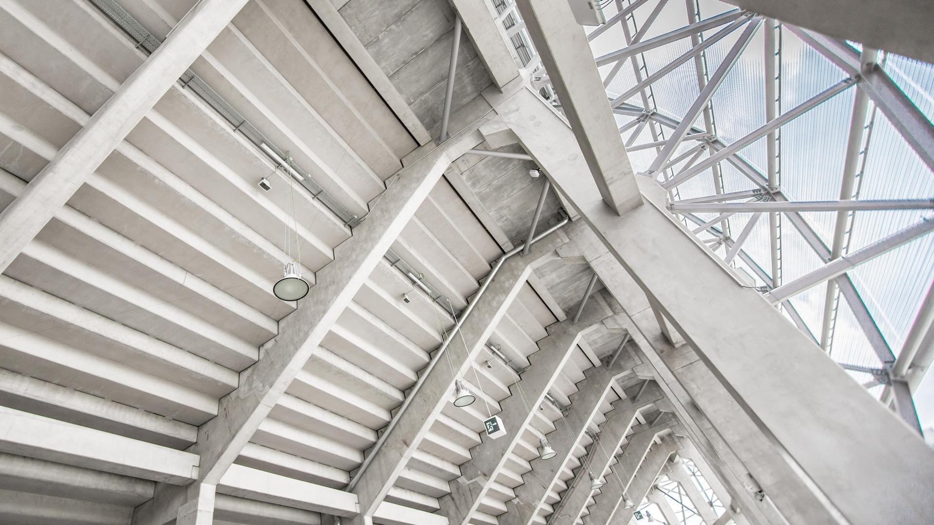 A Groupama Aréna mennyezeti fény- és hangszórói