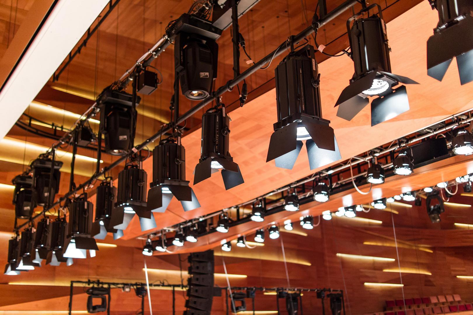 Fénysugárzók a Kodály Központ előadótermében