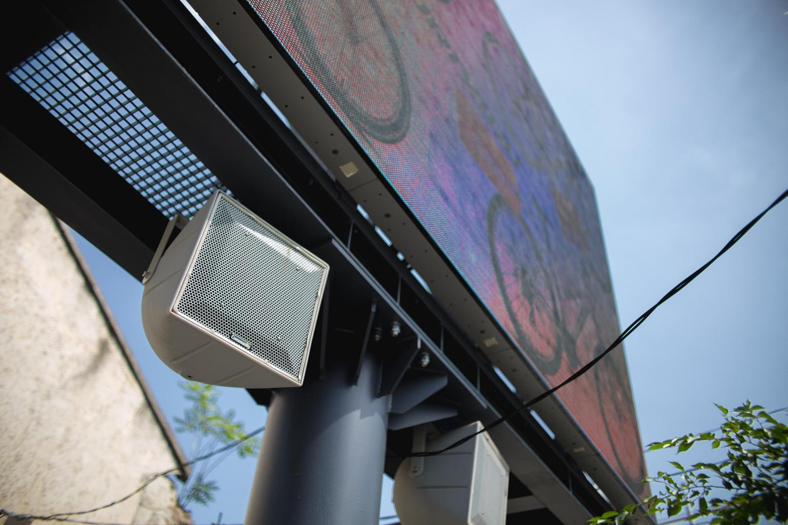 A Miskolcon található óriásmegjelenítők és hangsugárzók