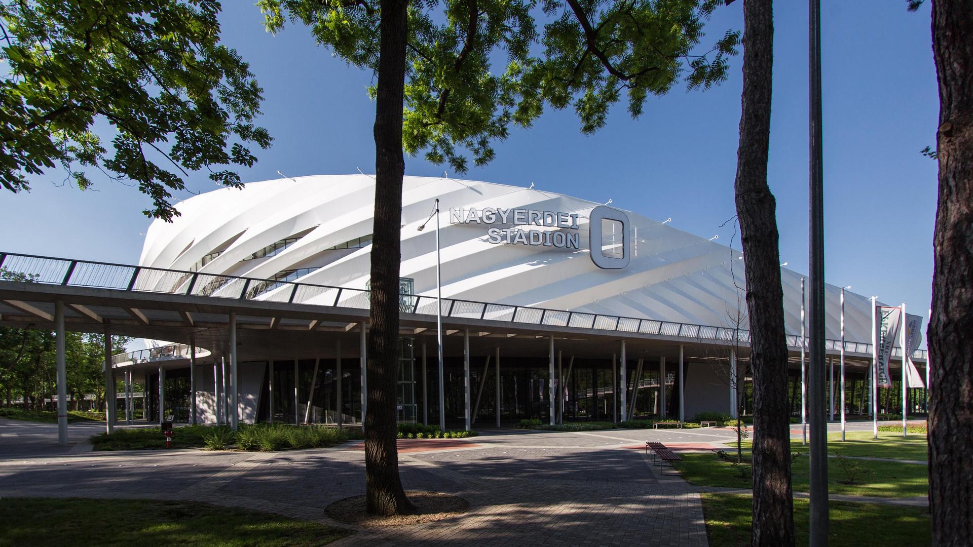 A Nagyerdei Labdarúgó Stadion épülete