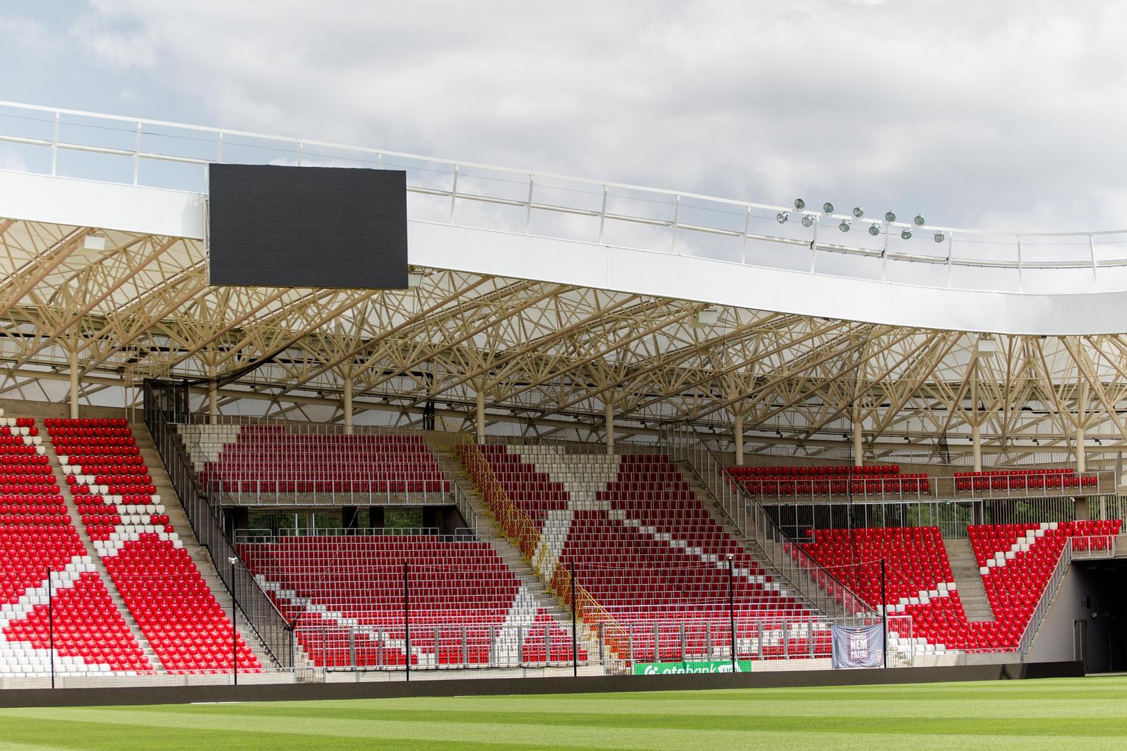 A Nagyerdei Stadion óriás megjelenítője
