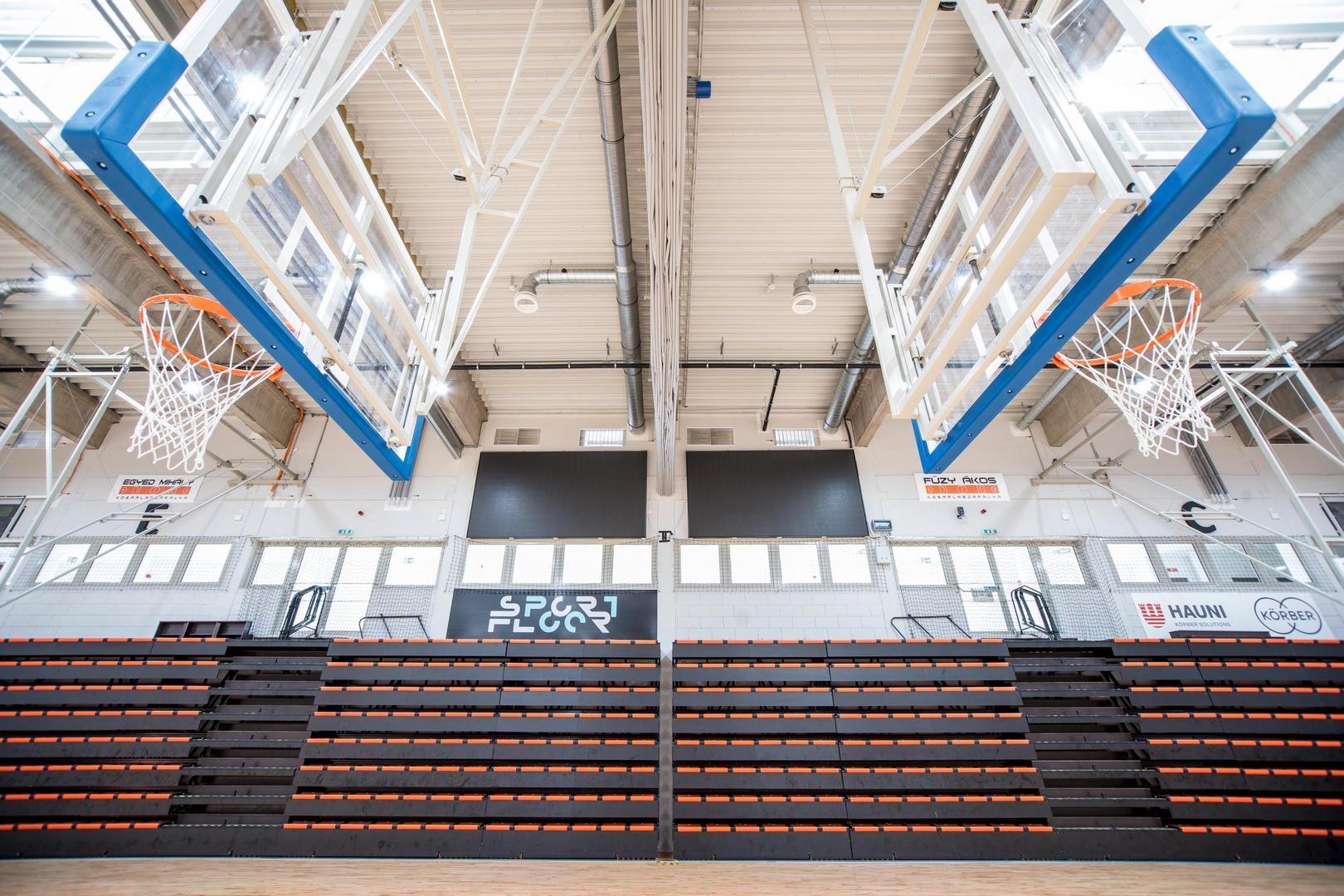 A pécsi Nemzeti Kosárlabda Akadémia lelátói