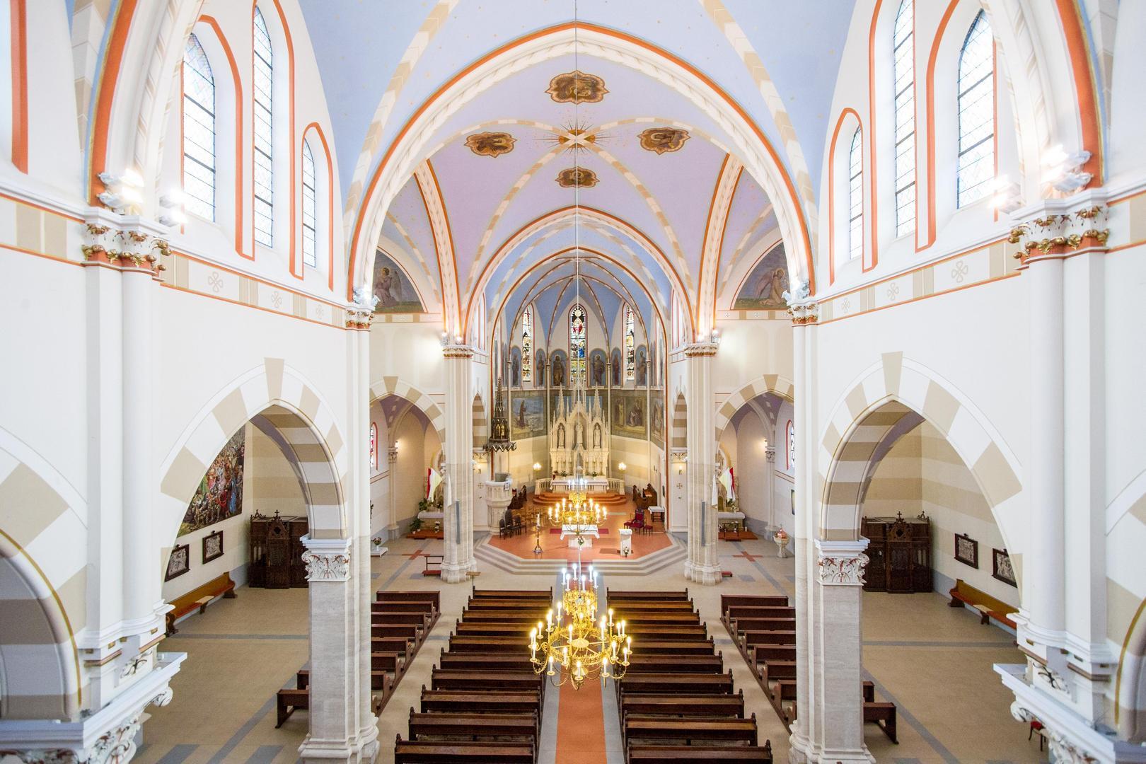 A Páduai Szent Antal templom főhajója és az IVS vonalsugárzók