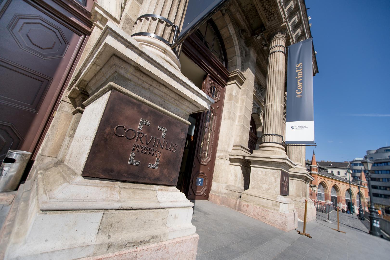 A Corvinus Egyetem főbejárata